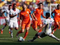 Arjen Robben (M.) spielt eine starke WM