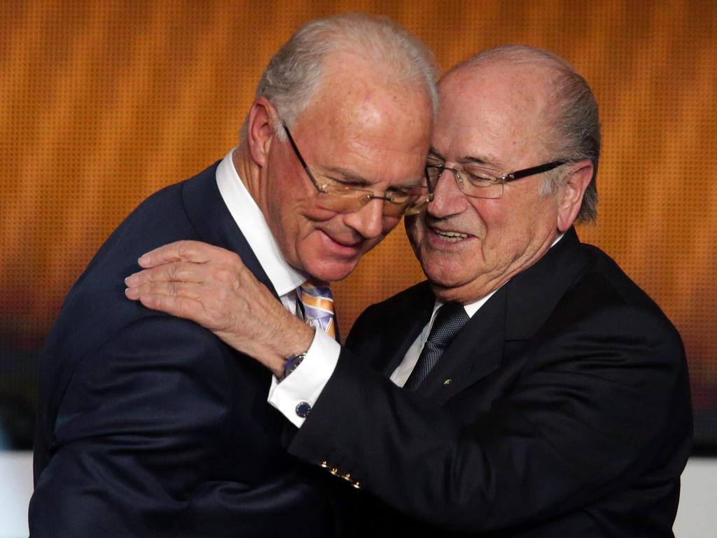 Joseph Blatter (r.) hat Franz Beckenbauer in der WM-Affäre verteidigt