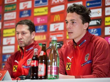ÖFB-Kapitän Julian Baumgartlinger (r.) neben Teamchef Franco Foda
