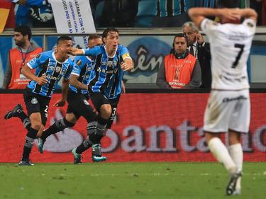 Cícero y Geromel celebran el único gol del partido. (Foto: Getty)