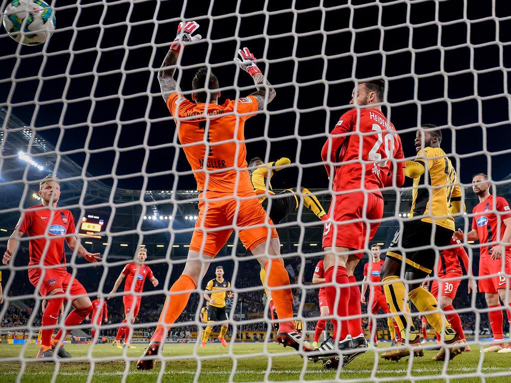 Dynamo Dresden gewinnt Schlagabtausch gegen Heidenheim