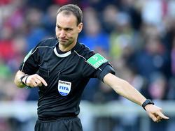 Bastian Dankert ist bei der WM als Video-Schiedsrichter dabei