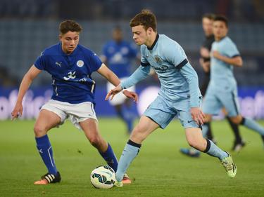 Brandon Barker (r.) verlängert bei Manchester City