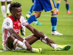 Bertrand Traoré baalt van een gemiste kans tijdens de Champions League-kwalificatiewedstrijd tussen Ajax en FK Rostov. (16-08-2016)