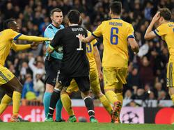 Michael Oliver entschied in der 97. Minute auf Elfmeter für Real Madrid