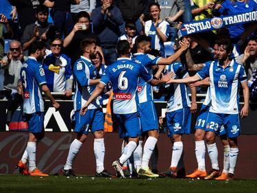 Gerard Moreno es felicitado por sus compañeros por su tanto. (Foto: Imago)