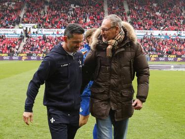 Dirk Schuster (l.) konnte seit seiner Rückkehr nach Darmstadt nur einen Sieg einfahren