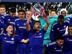 Die U18 mit Kapitän Clarke-Salter (m.) gewann zum dritten Mal in Folge den FA Youth Cup