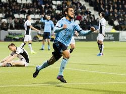 Uit de rebound zet Yassin Ayoub FC Utrecht op een 0-1 voorsprong tegen Heracles Almelo. Dat viert de middenvelder uitbundig. (11-03-2017)
