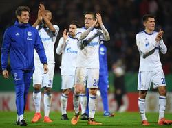 Bastian Oczipka (Mitte) wusste beim Sieg in Wiesbaden besonders zu überzeugen