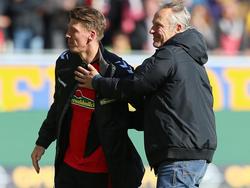 Unter SCF-Trainer Christian Streich (r.)  spielt Mika Frantz seine wohl beste Saison