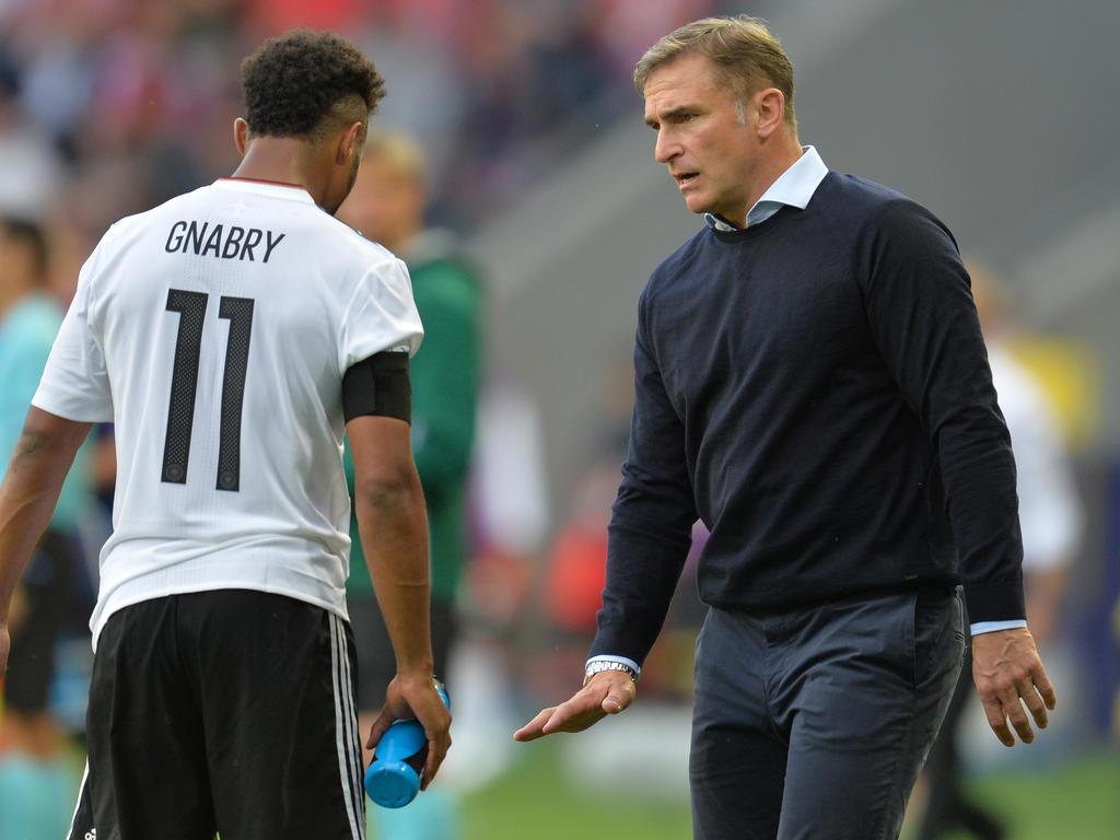 U21-Coach Stefan Kuntz (r.) sieht noch Verbesserungspotenzial