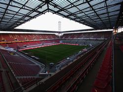 Soll bald den Namen von Klub-Idol Hans Schäfer bekommen: Die Südtribüne im Kölner RheinEnergieStadion (hinten rechts)