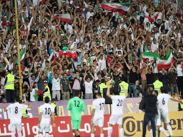 Bislang dürfen nur männliche Fans den iranischen Fußballern zu jubeln