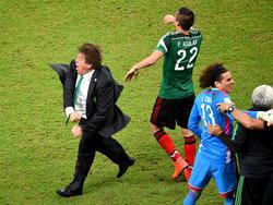 Miguel Herrera (l.) ist mit seiner emotionalen Art einer der Trainerstars in Brasilien