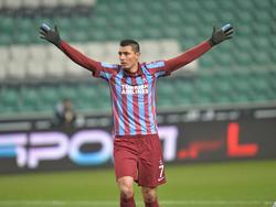 Óscar Cardozo celebrando un gol con el Trabzonspor turco. (Foto: Getty)