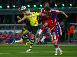 Hummels, Lewandowski und die Bayern Jérôme Boateng und Javi Martínez (v.l.n.r.) fighten um das Leder.