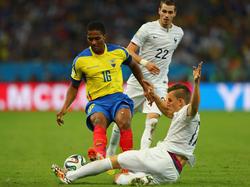 Wegen dieses harten Tritts sah Antonio Valencia die Rote Karte