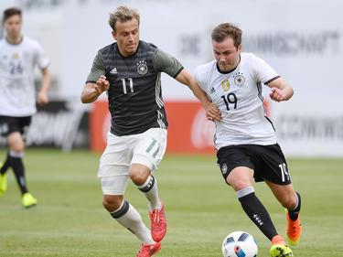 Mario Götze (r.) feierte gegen die U20 sein Comeback
