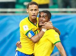 Neymar ist zurück im Training, aber Douglas Costa muss pausieren © Imago