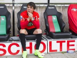 Jeffrey Leiwakabessy kan zijn teleurstelling niet verkroppen, nadat hij zijn loopbaan als voetballer moet afsluiten met degradatie naar de Jupiler League. En dat met zijn grote liefde NEC. (28-05-2017)