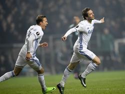 Rasmus Falk (r.) heeft FC Kopenhagen aan een droomstart geholpen tegen Ajax. Ludwig Augustinsson (l.) juicht met hem mee. (09-03-2017)