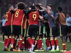 Los jugadores belgas hacen piña para celebrar el pase. (Foto: Imago)