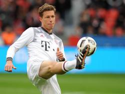 Nicolas Feldhahn (30 jaar) zit voor de eerste keer in de wedstrijdselectie van Bayern München. Kan hij zijn debuut maken? Hier is hij bezig aan de warming-up tegen Bayer Leverkusen. (12-04-2017)