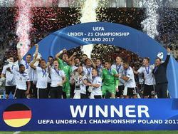 Da ist das Ding:Die deutsche U21 holt den EM-Pokal