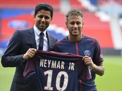 PSG-Präsident Al-Khelaifi kümmert sich am liebsten selbst um seinen Superstar Neymar