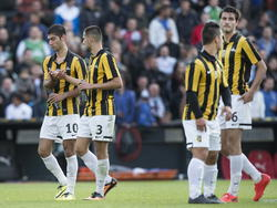 V.l.n.r: Mohammed Osman, Abdel Metalsi, Mohamed Hamdaoui en Tristan Berghuis balen flink na de nederlaag van Jong Vitesse in de bekerfinale voor beloftenteams. Jong Feyenoord is te sterk voor de Arnhemmers. (12-05-2014)