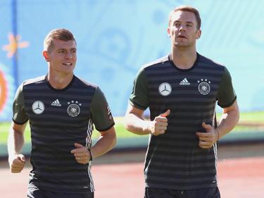 Kroos en una imagen de archivo al lado de Neuer. (Foto: Getty)