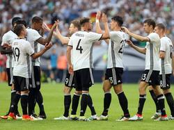 Die deutsche Elf feierte das 2:0 durch Thomas Müller