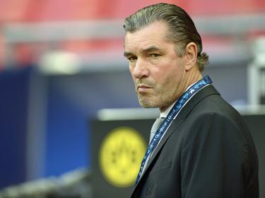 Skeptisch blickt Michael Zorc auf das Spiel des BVB