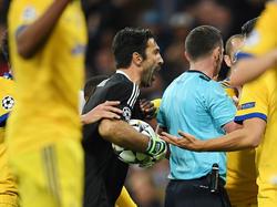 Buffon se quejó de la decisión de penalti a favor del Madrid. (Foto: Getty)