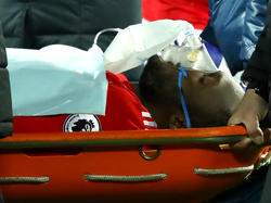 Romelu Lukaku musste vom medizinischen Personal abtransportiert werden.