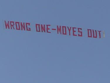 Manche Fans von Manchester United haben eine klare Meinung und äußern sie plakativ.