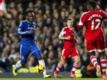 Essien en un duelo con la camiseta del Chelsea inglés. (Foto: Getty)
