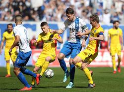 Big Point für Christian Beck (m.) und den 1. FC Magdeburg