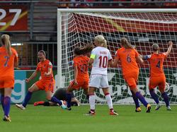 Die Niederländerinnen bejubeln das entscheidende Tor