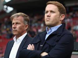 Andries Jonker (l.) steht in Wolfsburg angeblich vor dem Aus
