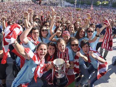 Das Frauen-Team von Bilbao wurde von zig Tausenden gefeiert
