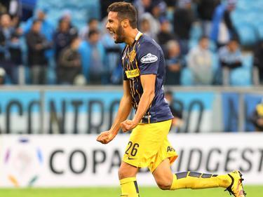 Esteban Burgos celebra un tanto con Rosario en la Libertadores. (Foto: Imago)
