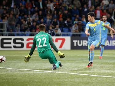 Sergey Khizhnichenko (r) erzielte beide Tore für Kasachstan