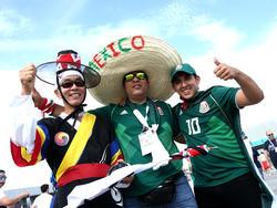 Mexikanische Fans haben eine Pappfigur eines Freundes mitgebracht