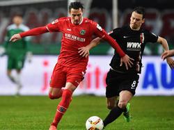 Hat sich im Spiel gegen Hannover verletzt: Markus Feulner (r)