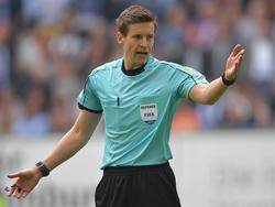 Daniel Siebert unterbrach das Spiel in München für rund 15 Minuten