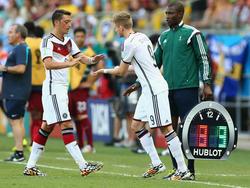 Mesut Ozil lascia il campo