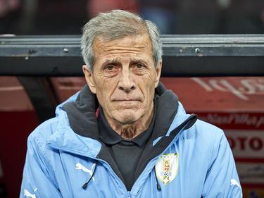 Óscar Tabárez en el banquillo uruguayo en el duelo ante Polonia. (Foto: Getty)
