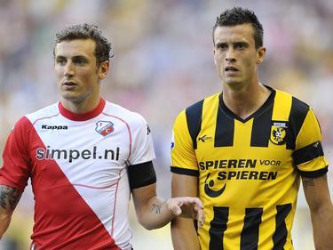 Julian Jenner (r.) voetbalt in het seizoen 2011/2012 voor Vitesse. Hier staat hij met Alexander Gerndt tijdens de wedstrijd Vitesse - FC Utrecht. (20-08-2011)